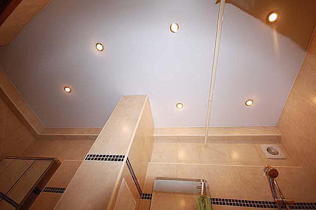 Фото натяжных потолков в ванной комнате